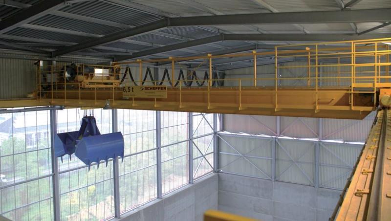 Кран мостовой автоматический с грейфером